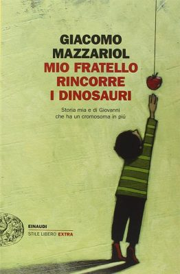 Mio fratello rincorre i dinosauri di Giacomo Mazzariol